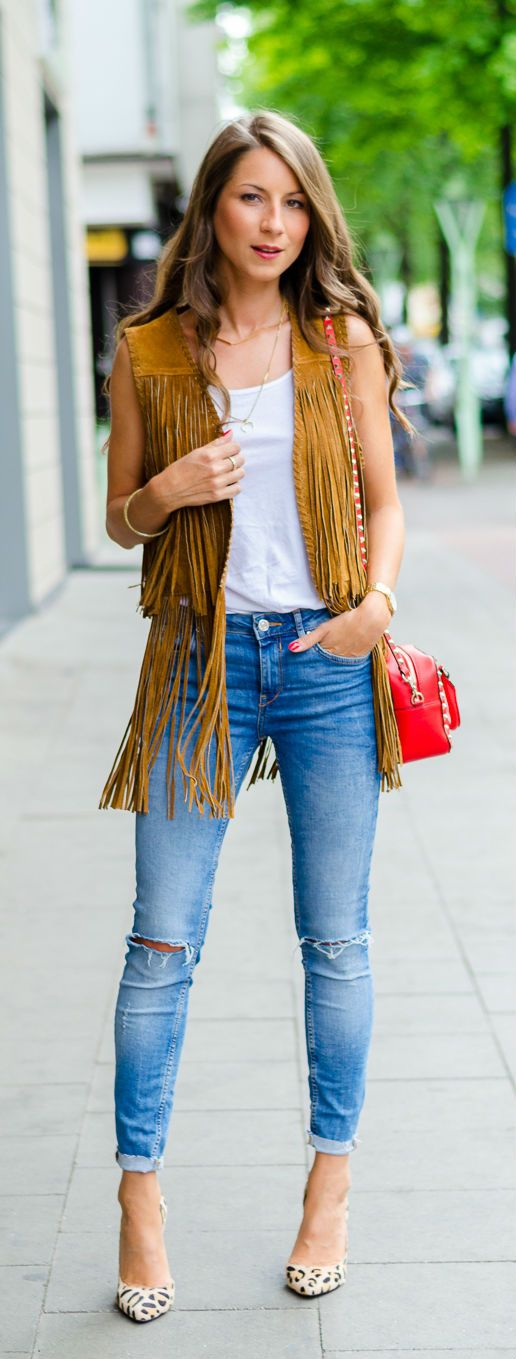 how to wear a summer vest suede fringe vest paired with a basic tee and denim