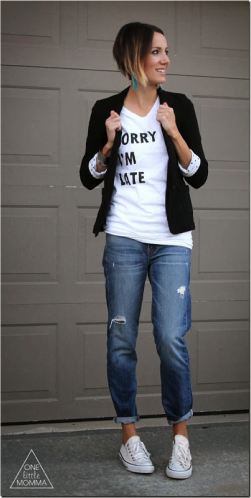 how to wear a graphic tee. graphic tee paired with boyfriend jeans and a blazer